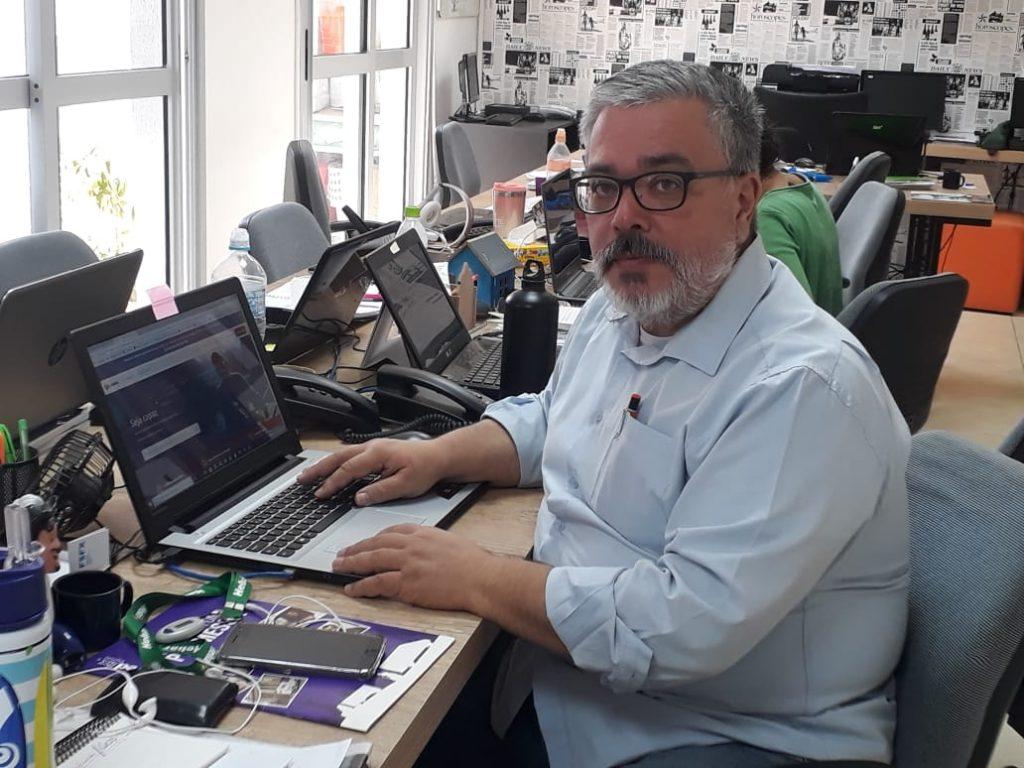 O jornalista, educomunicador e diretor de contas ECCO, Mauro Rocha, tem familiaridade em se aprimorar pelas plataformas digi