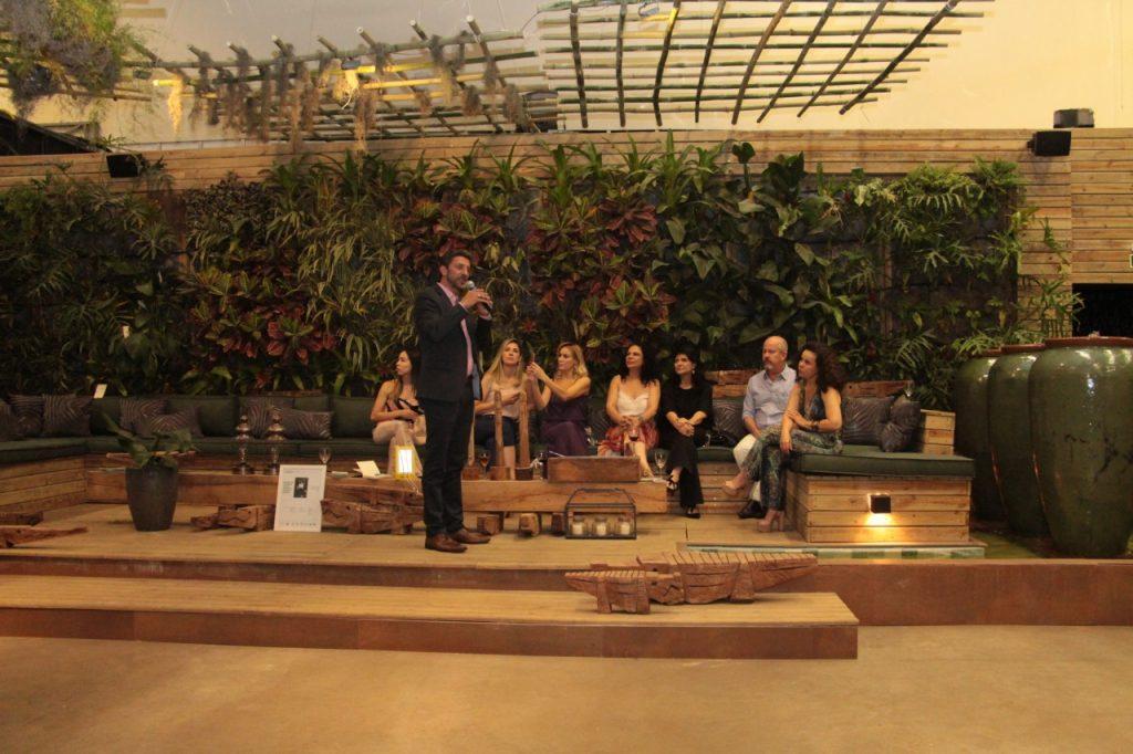 Marcelo Temoteo apresenta produtos da GreenPlac aos visitantes da CASACOR MS, em Campo Grande, a empresa é de José Roberto Colnaghi, da Asperbras