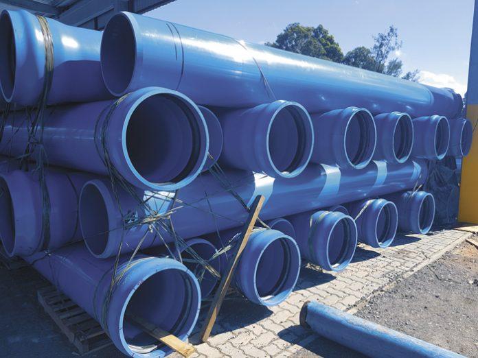 Tubos de PVC fabricados pela Asperbras Rotomoldagem, empresa de José Roberto Colnaghi, da Asperbras