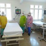 Funcionários do Hutrin utilizam os aventais doados pelo ateliê Lilian Gratão - Foto: Divulgação
