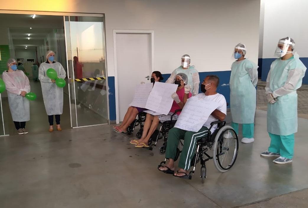 Família tem alta no Hospital Regional de Luziânia