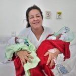Hutrin comemora nascimento de gêmeas